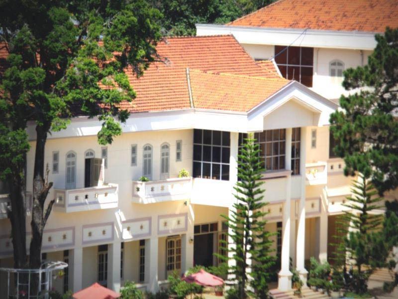 Review khách sạn Thông Đỏ Đà Lạt dành cho du khách 2021
